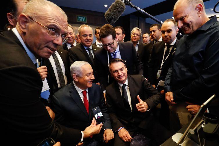 Bolsonaro visita a exposição de produtos de empresas de inovação
