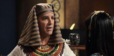 Ramsés se irrita com a preocupação de Paser
