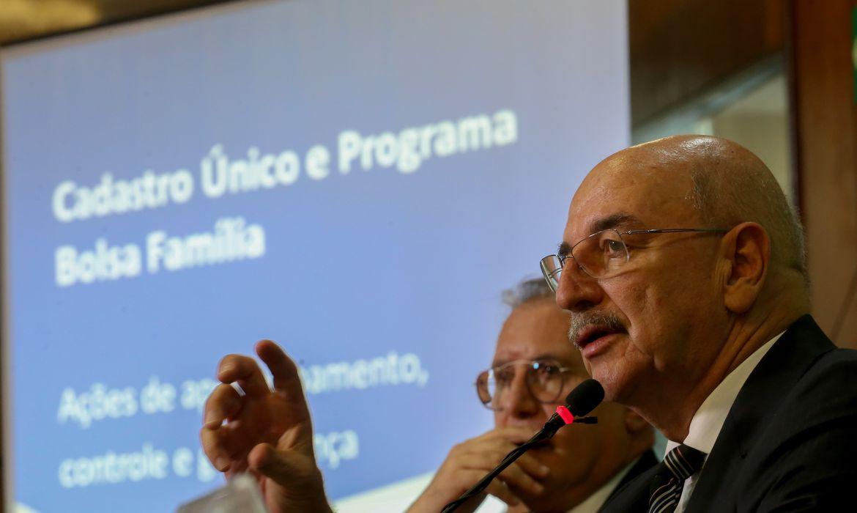 Brasília - O ministro do Desenvolvimento Social e Agrário, Osmar Terra, fala sobre pente-fino nos benefícios do Bolsa Família  (Wilson Dias/Agência Brasil)