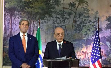 O secretário de Estado norte-americano, John Kerry, e o ministro das Relações Exteriores, José Serra, em pronunciamento após encontro