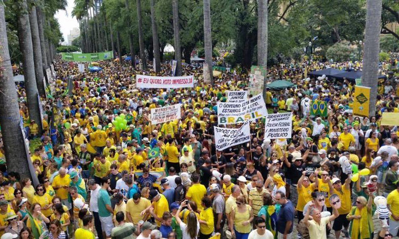 Manifestação em Belo Horizonte reuniu, segundo a PM, cerca de 30 mil pessoas