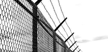 Arame farpado na penitenciária
