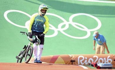 O brasileiro Renato Rezende é eliminado no ciclismo BMX, nas quartas de final da competição nos Jogos Olímpicos do Rio