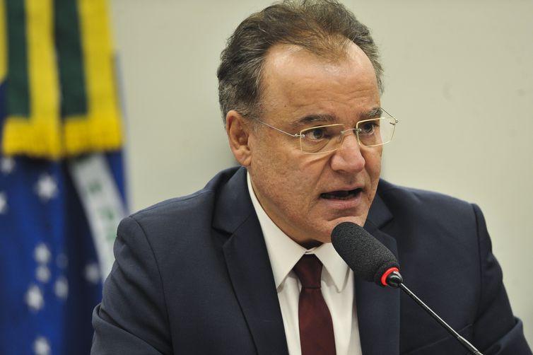 O relator, deputado Samuel Moreira, na Comissão Especial da Reforma da Previdência durante reunião da comissão destinada a apresentar voto complementar ao seu parecer divulgado no dia 13 de junho.