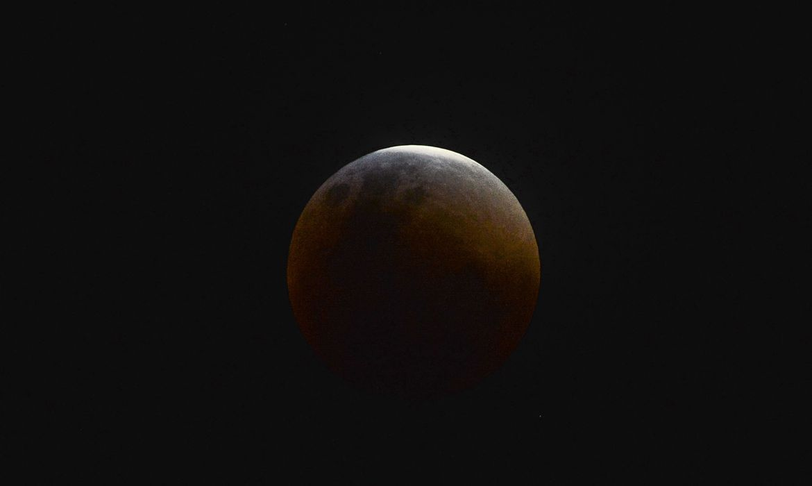Eclipse total da lua.
