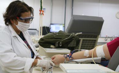 Doadores no centro de coleta da Fundação Pró-Sangue Hemocentro São Paulo