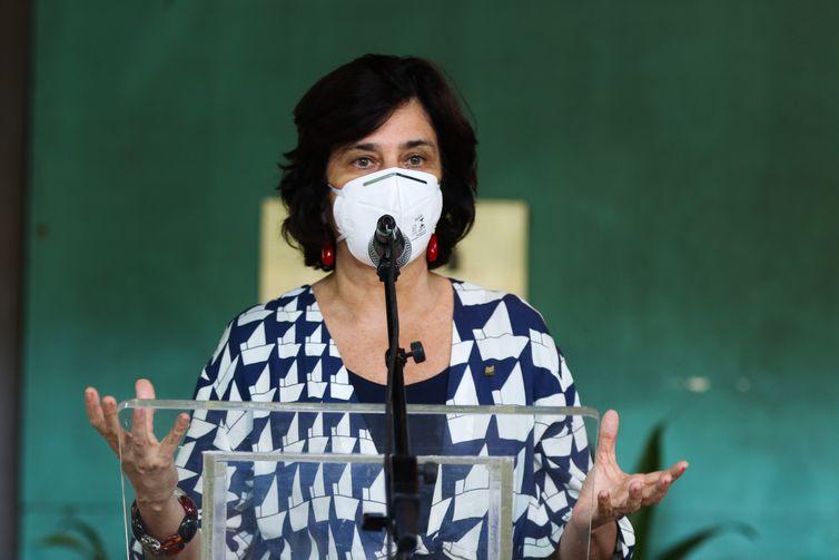 A presidente da Fundação Oswaldo Cruz (Fiocruz) Nísia Trindade, fala à imprensa, após visita às instalações de produção da vacina da Fiocruz/ Oxford /AstraZeneca, no Rio de Janeiro.