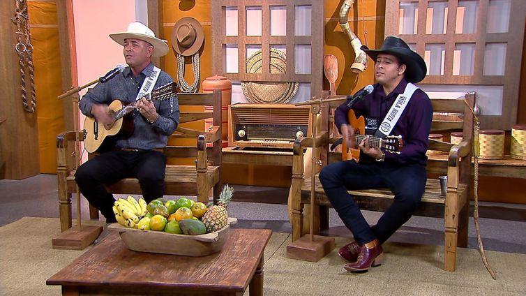 Carlos Mello Violeiro & Rodrigo Oliveira cantam seus sucessos no Brasil Caipira