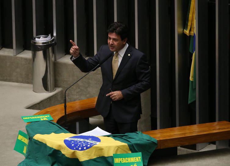 Brasília - Deputado Mandetta (DEM/MS)fala durante discussão do processo de impeachment de Dilma, no plenário da Câmara (Valter Campanato/Agência Brasil)