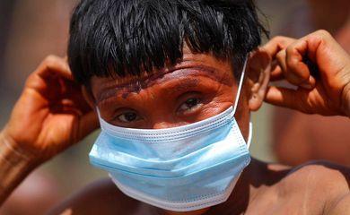 indígena Yanomami/ 4º Pelotão Surucucu de Fronteira Especial do Exército Brasileiro