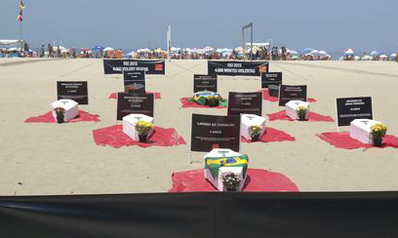 Manifestação contra mortes violentas na Praia de Copacabana  - Repórter Vladimir Platonow/Arquivo Agência Brasil