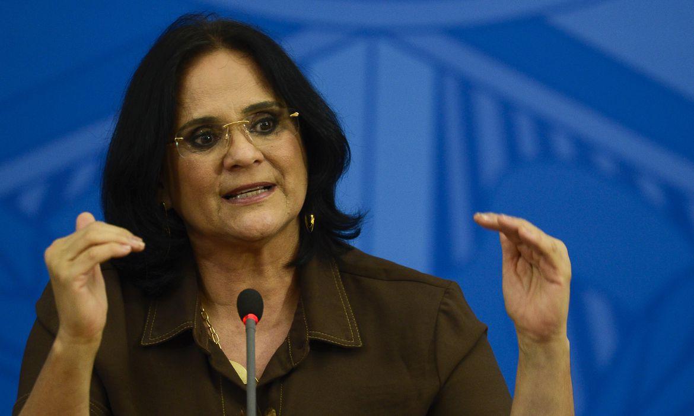 A ministra da Mulher, Família e Direitos Humanos, Damares Alves; participa de coletiva de imprensa no Palácio do Planalto