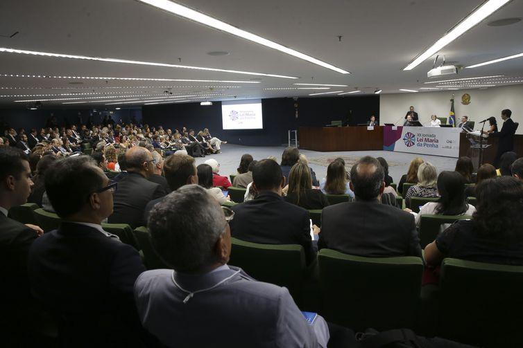 A presidente do Conselho Nacional da Justiça (CNJ) e do Supremo Tribunal Federal (STF), ministra Cármen Lúcia, faz palestra na 12ª Jornada Lei Maria da Penha, no STF.