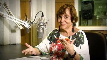 A apresentadora Mara Régia leva informação para as mulheres e homens na Amazônia