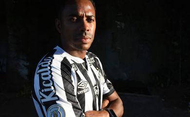 Robinho foi anunciado neste sábado pelo Santos