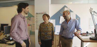 Maurício Pacheco conversa com Gerda Hempel e Peter Paulson, diretores do Artlab