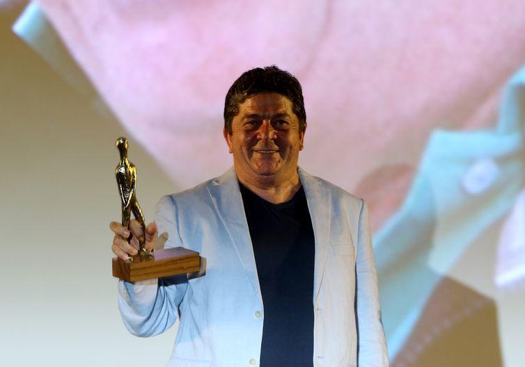 O ator homenageado da noite,  Stepan Nercessian, durante a abertura do 52º Festival de Brasília do Cinema Brasileiro
