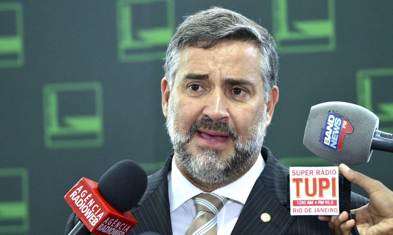 Brasília - Deputado Paulo Pimenta fala à imprensa no Salão Verde da Câmara dos Deputados (Antonio Cruz/Agência Brasil)