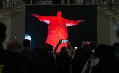 Ponto turístico do Rio de Janeiro ganhou iluminação em razão de campanha do maio laranja, mês de enfrentamento e prevenção ao abuso e à exploração sexual de crianças e adolescentes