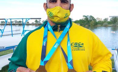 Cowboy leva ouro na Copa do Mundo de Paracanoagem