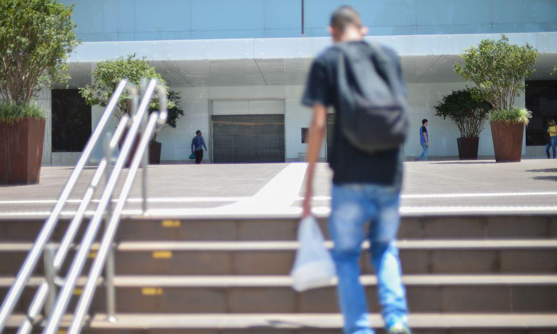 Com objetivo de evitar o contágio por covid-19, doença respiratória causada pelo novo coronavírus, o governo do Distrito Federal, decretou o fechamento de todos os shoppings de Brasília a partir desta 5ª feira (19.mar.2020), medida que deve