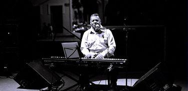 Johnny Alf, pianista, cantor e compositor