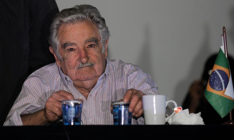 O ex-presidente e senador do Uruguai José Mujica durante encontro com estudantes na concha acústica da Universidade do Estado do Rio de Janeiro (Uerj), no campus do Maracanã (Fernando Frazão/Agência Brasil)