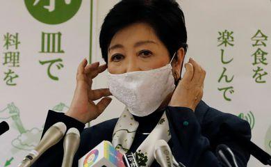 Governadora de Tóquio, Yuriko Koike, durante entrevista coletiva