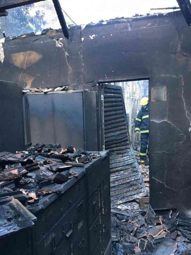 O fogo destruiu um dos espaços do Museu de História Natural e Jardim Botânico da UFMG na manhã desta segunda-feira, 15 de junho