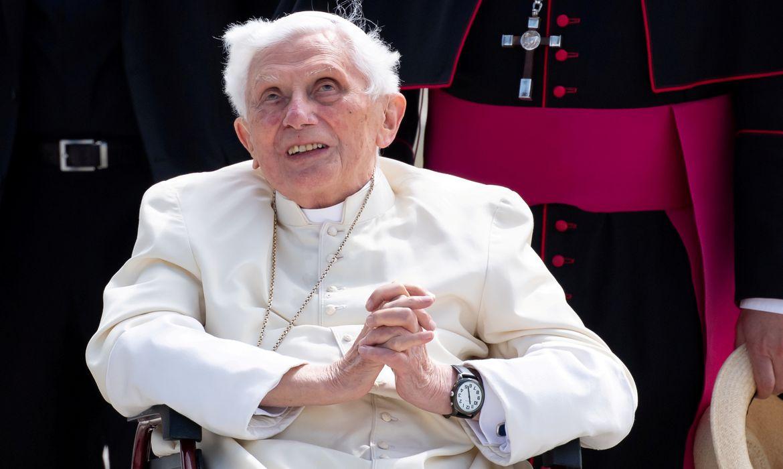 Papa emérito Bento 16 no aeroporto de Munique antes de partir para Roma