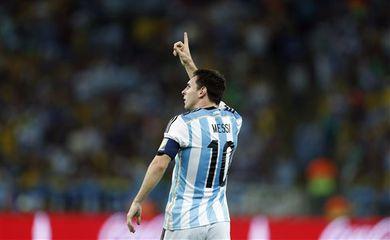 Messi marca gol na estreia da Argentina na Copa