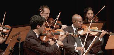 """Orquestra Pianíssimo de Belo Horizonte executa a obra """"As Sete Últimas Palavras do Nosso Salvador na Cruz"""", de Joseph Haydn"""