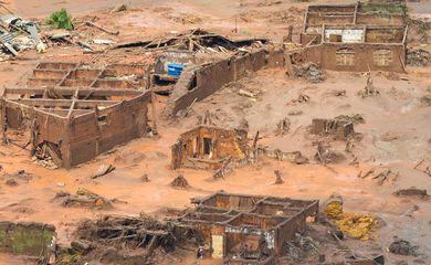 Mariana (MG) - Área afetada pelo rompimento de barragem no distrito de Bento Rodrigues, zona rural de Mariana, em Minas Gerais (Antonio Cruz/Agência Brasil)