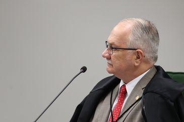 Ministro Edson Fachin, relator do inquérito, durante sessão da Segunda Turma do STF para decidir se os irmãos Geddel e Lúcio Vieira Lima viram réus no caso das malas com R$51 milhões encontradas em um apartamento em Salvador.