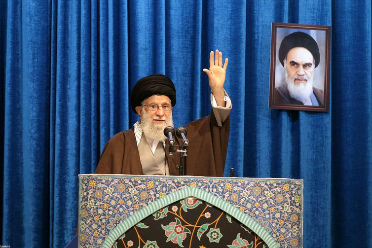 Iran's Supreme Leader Ayatollah Ali Khamenei gestures as he delivers Friday prayers sermon, in Tehran, Iran January 17, 2020. Official Khamenei website/Handout via REUTERS ATTENTION EDITORS - THIS IMAGE WAS PROVIDED BY A THIRD PARTY. NO RESALES.