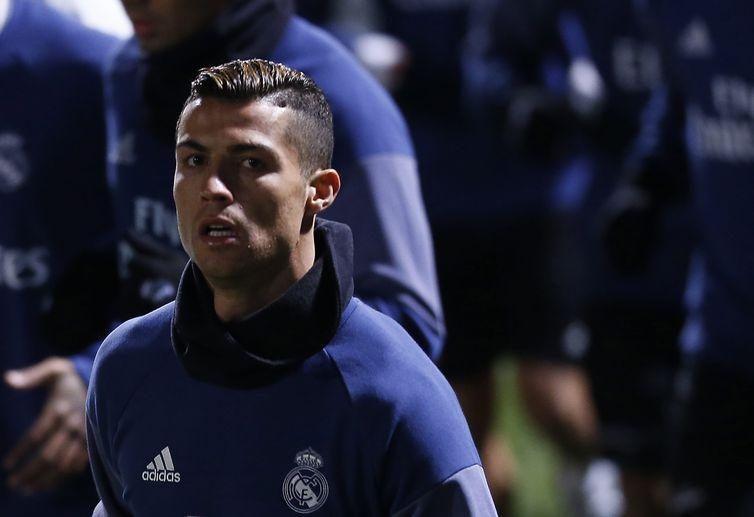 Cristiano Ronaldo leva Bola de Ouro pela quarta vez
