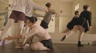 DOC acompanha duas bailarinas cegas que se destacam pelo talento