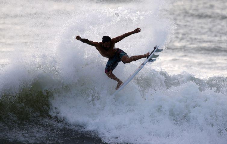 Ítalo Ferreira surfa em Baía Formosa após conquistar o ouro olímpico em Tóquio