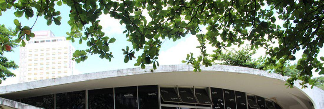 Escola Estadual Governador Milton Campos em Belo Horizonte, primeira escola estadual de Minas Gerais obra do arquiteto Oscar Niemeyer inaugurada em 1956