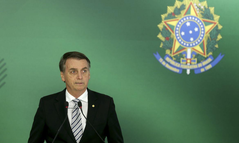 O presidente eleito Jair Bolsonaro faz pronunciamento após reunião com o presidente Michel Temer, no Palácio do Planalto.