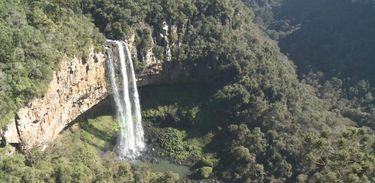 Cascata do Caracol é um dos principais pontos turísticos de Canela (RS)