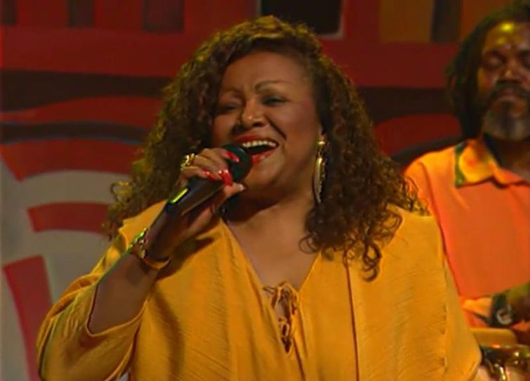 Alcione é homenageada no Recordar é TV