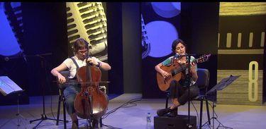 A compositora e violoncelista Maria Clara Valle e a cantora e violonista Luísa Lacerda participam do Ao Vivo Entre Amigos