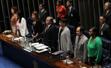 O Senado realiza sessão especial para comemorar o Dia Internacional da Não-Violência contra a Mulher