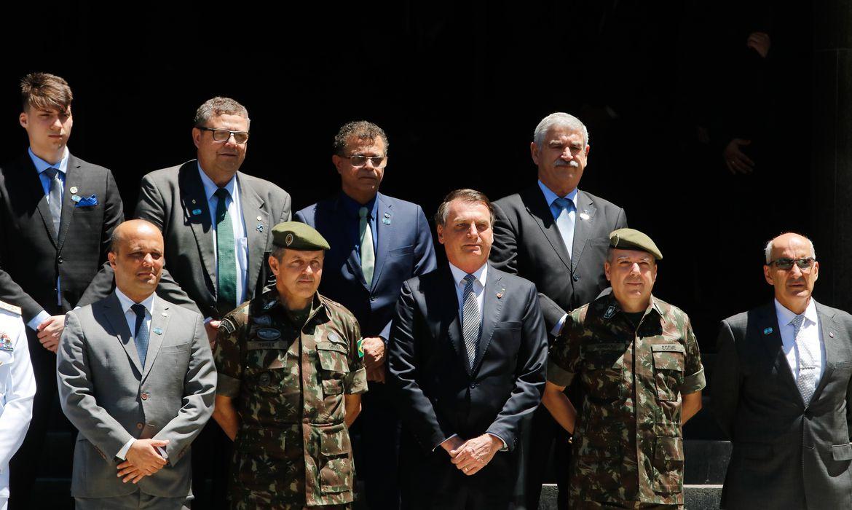 O presidente Jair Bolsonaro chega a Escola de Comando e Estado-Maior do Exército (ECEME), na Urca