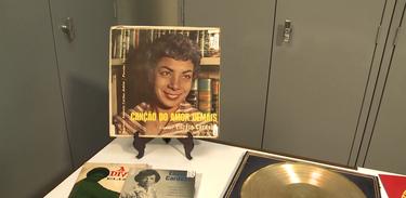 Disco da cantora Elizeth Cardoso exposto no Museu da Imagem do Som no Rio de Janeiro