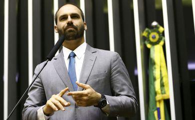 O deputado Eduardo Bolsonaro, participa de sessão solene em alusão ao Dia Nacional de Valorização da Família. na Câmara dos Deputados.