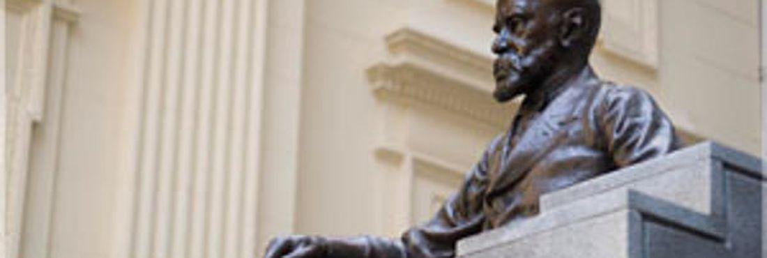 Machado de Assis fundou a Academia Brasileira de Letras há mais de cem anos
