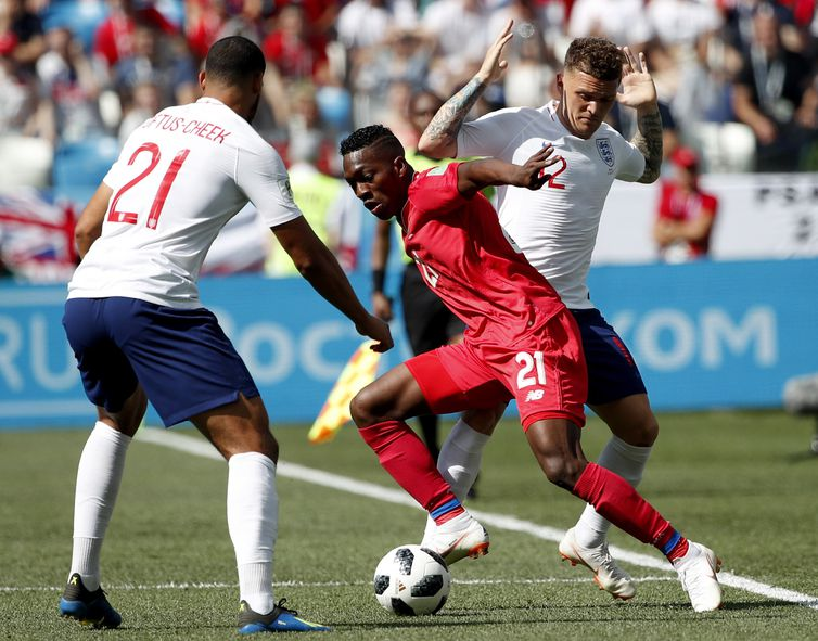 Nizhny Novgorod (Russian Federation), 24/06/2018.- Jose Luis Rodriguez (C) of Panama in action during the FIFA World Cup 2018 group G preliminary round soccer match between England and Panama in Nizhny Novgorod, Russia, 24 June 2018.