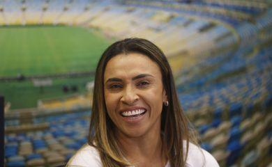 A jogadora de futebol Marta (Marta Vieira da Silva), atacante eleita melhor do mundo seis vezes pela Fifa, é a primeira mulher a entrar para o Hall da Fama do estádio do Maracanã, no Rio de Janeiro.